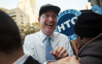 Μπιλ ντε Μπλάζιο: Φαβορί για τη δημαρχία της Νέας Υόρκης
